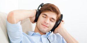 mendengarkan musik klasik